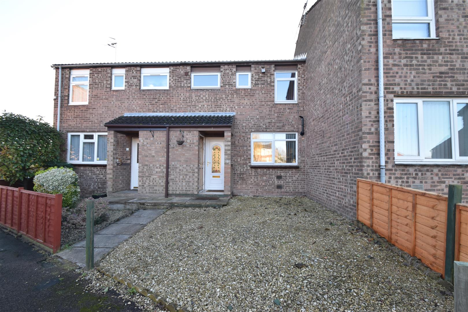 3 Bedrooms Terraced House for sale in Chalford Drive, Worcester